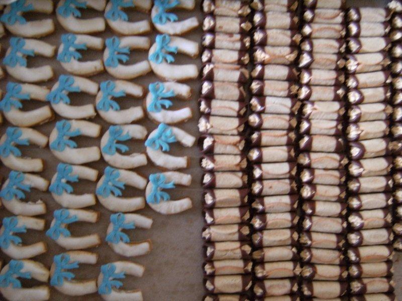 Podkovy z lineckého lepené krémem,medové trubičky