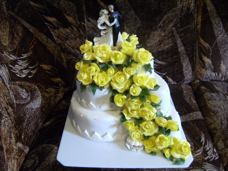 svatební ve žlutém